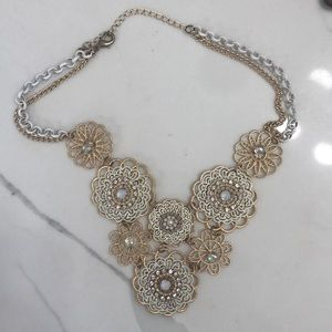 Adjustable white gold floral necklace